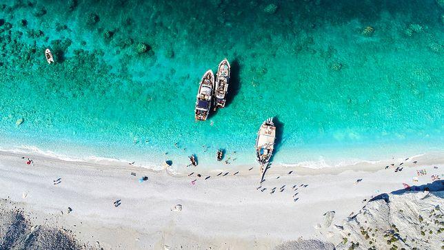 Kara za zabranie kamyków z greckiej plaży. Nawet do 4 tys. zł