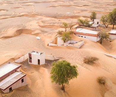 Wioska Al Madam niebawem przestanie istnieć. Zostanie pochłonięta przez pustynię