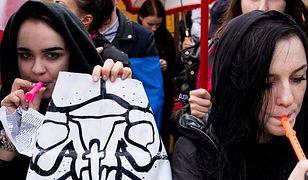 ONR chce ukarania uczestników marszów przeciwko zakazowi aborcji. Partia Razem reaguje