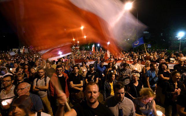Manifestacja przed Sejmem zakończona. Przenosi się przed Sąd Najwyższy