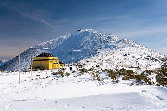 Śnieżka jest najwyższym szczytem Karkonoszy oraz Sudetów