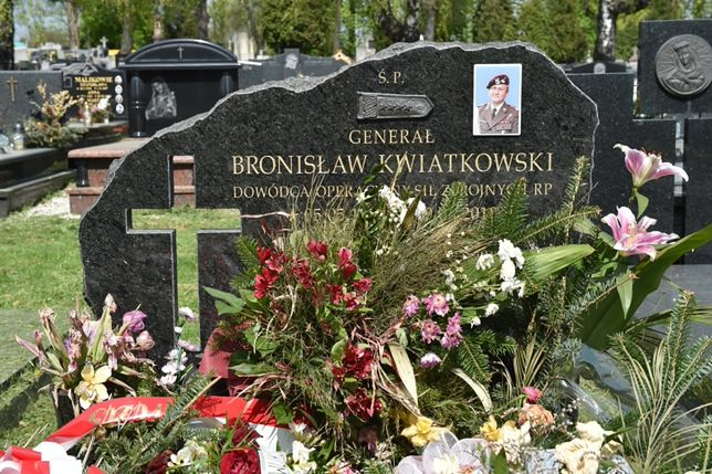 Prokuratura Krajowa potwierdza informacje o szczątkach innych osób w trumnie gen. Kwiatkowskiego