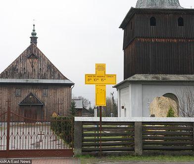 W drewnianym kościele z XVIII w. w Mętkowie msze wielokrotnie odprawiał Karol Wojtyła, później papież Jan Paweł II