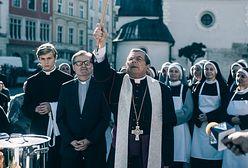 """Brytyjski """"The Guardian"""" o """"Klerze"""": film podzielił katolickie państwo"""