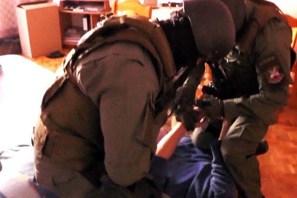 300 agentów kontra gang. Policjanci chronili przestępców, którzy skrzywdzili ponad 250 kobiet