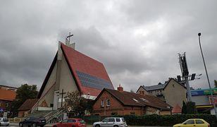 Proboszcz obłożył kościół panelami słonecznymi. Dostał je od jednego z wiernych