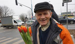 Pan Bogusław ma 75 lat, w młodości był furmanem. Dziś zajmuje się robieniem szczotek.