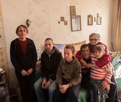 Rodziny z dochodem od 102 złotych do 36 tys. złotych pokazują, jak mieszkają