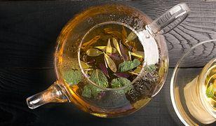 Napar z lipy warto pić przy przeziębieniu