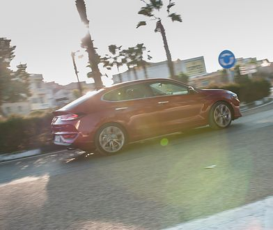 Niżej poprowadzony dach i klapa jak w liftbacku - nowy i30 Fastback wprowadza sporo świeżości do gamy Hyundaia