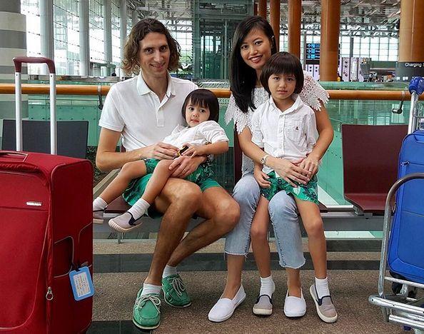 Dzięki sprytowi ta rodzina lata po świecie za darmo