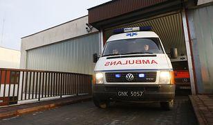 Policja i PIP badają okoliczności wypadku.