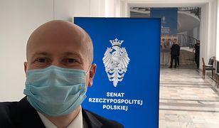 Bartłomiej Wróblewski próbuje przekonywać senatorów. Senacka większość spokojna, że nie zostanie RPO