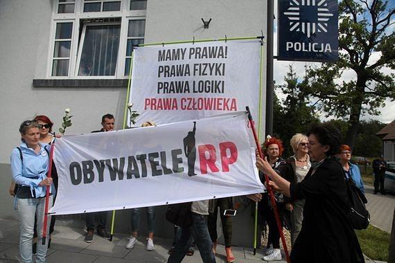 """""""Warszawa zhańbiona"""". Obywatele RP na trasie przemarszu ONR"""