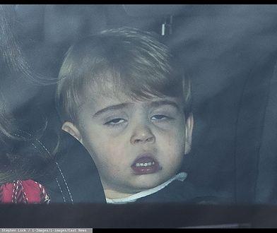 Królewska taksówka. William i Kate z dzieciakami wracają od babci