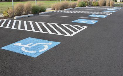 Koperty na parkingach dla najbardziej potrzebujących. Niedosłyszący nie zaparkuje