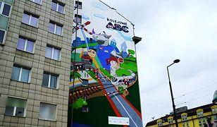 Warszawa. Odsłonięto mural promujący bezpieczeństwo na przejazdach kolejowych