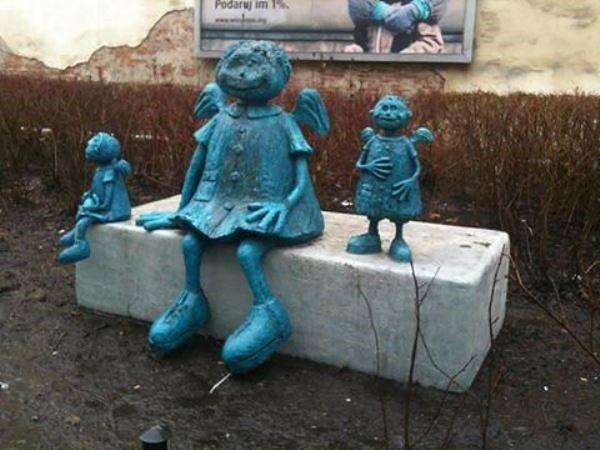 """Aniołki z Ząbkowskiej ocalały. """"Wandale ukarani, dzięki szybkiej reakcji mieszkańców"""""""
