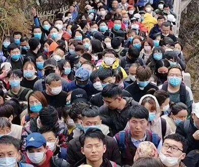 Tłumy Chińczyków w parku górskim Huangshan