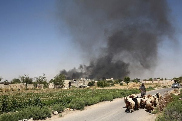 Dwa samobójcze zamachy we wsi na granicy z Syrią