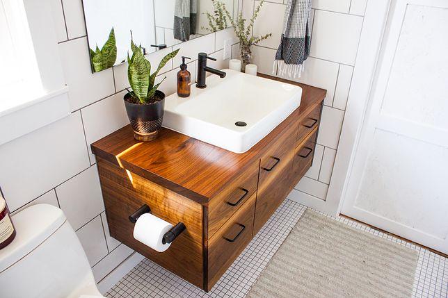 Metamorfoza łazienki bez skuwania płytek. Wystarczy kilka gadżetów