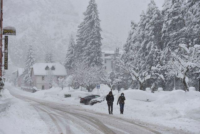 Atak zimy w Pirenejach w Hiszpanii