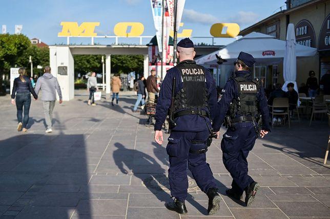 Policja w Sopocie na bieżąco monitoruje czy mieszkańcy i turyści stosują się do nowych obostrzeń