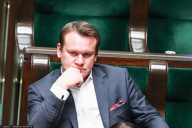 """Dominik Tarczyński niesłusznie europosłem? """"Marszałek Sejmu powinien za to odpowiadać karnie"""""""