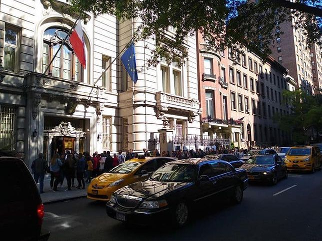 Wybory parlamentarne 2019. Polacy przed konsulatem w Nowym Jorku.