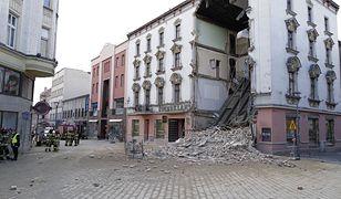 W Rybniku zawaliła się w czwartek frontowa ściana kamienicy w ścisłym centrum miasta