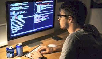 Po roku od rozpoczęciu pracy zarobki niektórych programistów wzrastają nawet o jedną trzecią