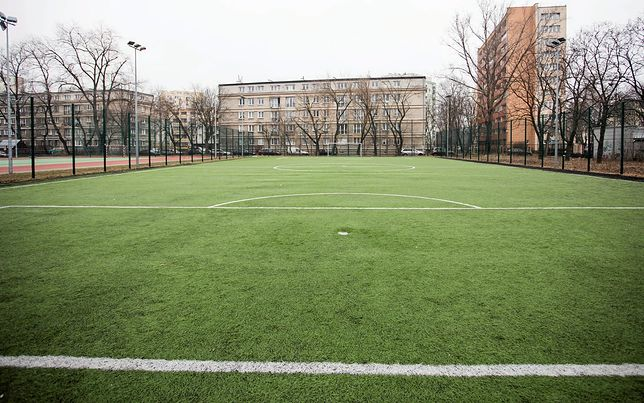 Stołeczne boiska szkodliwe? Jest oświadczenie ratusza