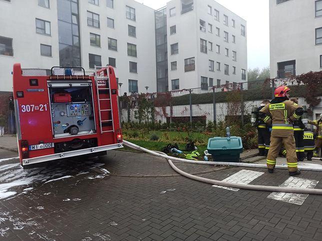 Warszawa. Wgarażu podziemnym zapaliły się samochody