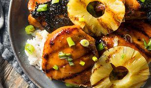 Filety z kurczaka z ananasem. Prosty sposób na obiad