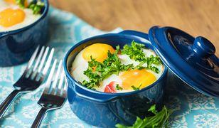 Jajka zapiekane z łososiem