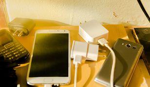 Smartfony tak szybko zużywają energię, że ładowarki są potrzebne praktycznie cały czas.