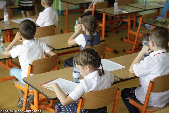 Coraz więcej rodziców nagradza dzieci za dobre oceny