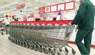 Polacy zmieniają zakupowe przyzwyczajenia. Zyskują dyskonty, tracą supermarkety