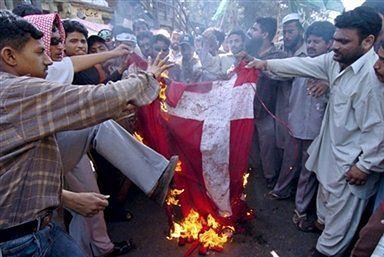 40 tysięcy Pakistańczyków demonstrowalo przeciw karykaturom Mahometa