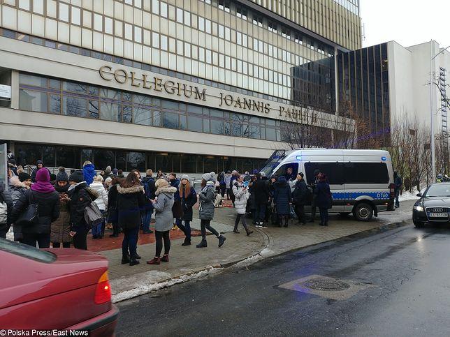 KUL: kolejny alarm bombowy na uczelni. Ewakuacja studentów i pracowników