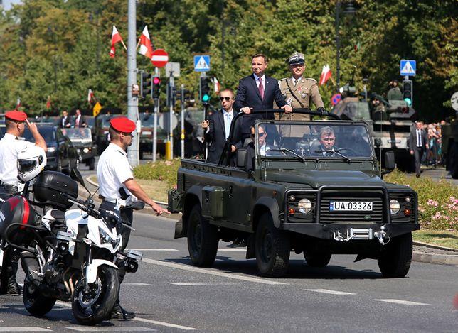 Żołnierze i ciężki sprzęt na ulicach Warszawy