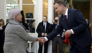 rezydent RP Andrzej Duda podczas odbywającej się na zamku w Łańcucie ceremonii wręczenia odznaczeń państwowych Polakom ratującym Żydów
