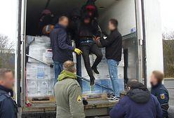 Uchodźcy w ciężarówce na niemieckiej granicy. Przemytnicy ich oszukali