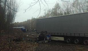 Zderzenie pociągu Intercity z ciężarówką pod Ozimkiem. Nie żyje jedna osoba