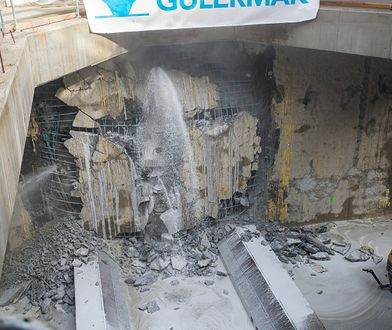 Warszawa. Koniec drążenia ostatniego tunelu metra na Bródnie. Tarcza przebiła się do stacji