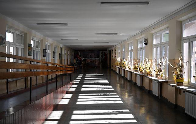 Warszawa. Wzrasta liczba zakażonych koronawirusem w stołecznych szkołach