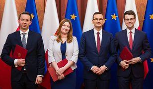 Premier Mateusz Morawiecki i nowi wiceministrowie.