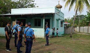 Policja szuka sprawców zamachu w meczecie