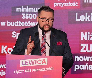 Poseł Marcin Kulasek żalił się, ze za 9 tys. miesięcznie trudno wyżyć w Warszawie. Potem zaprzeczył swoim słowom i przeprosił.