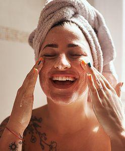 Dermaplaning. Golenie twarzy skalpelem zyskuje coraz większą popularność